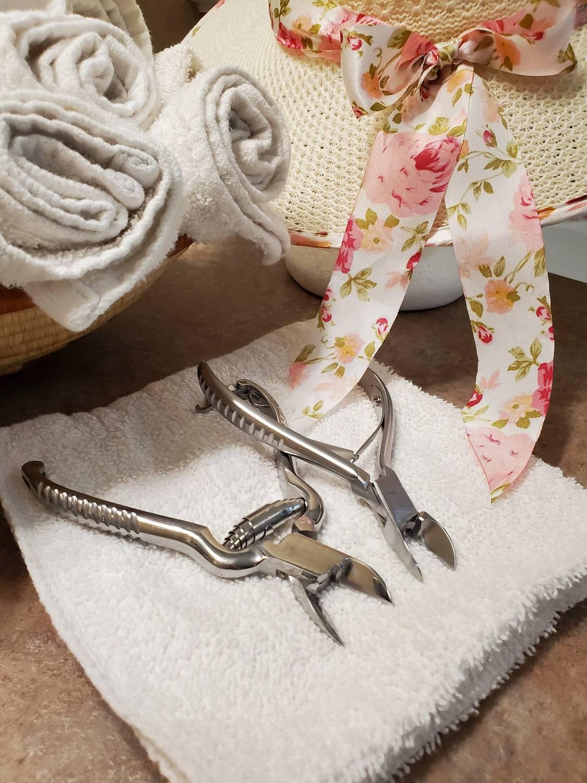 Jak zakładać klamry na wrastające paznokcie?